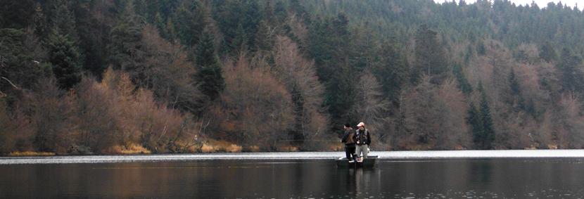 """Mouche peche """"De plumes et d'acier"""" Lac du Bouchet barque"""
