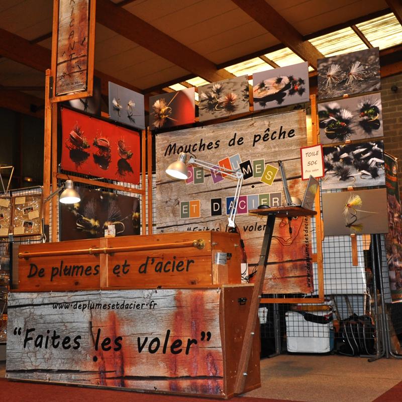 """Mouche peche """"Decplumes et d'acier"""" Stand 2016"""