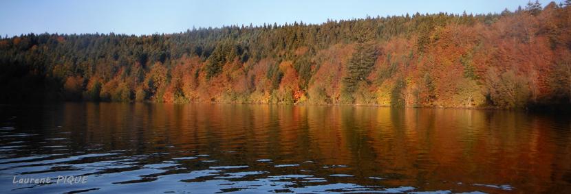 """Mouche peche """"De plumes et d'acier"""" Lac du Bouchet en automne"""