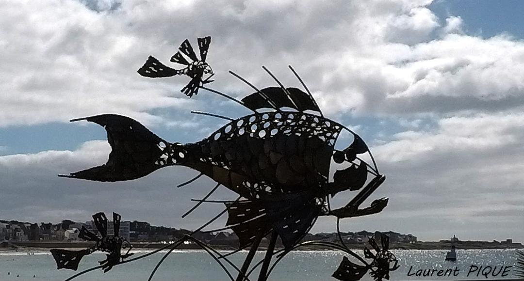 """Mouche pêche """"De plumes et d'acier"""" Sculpture Quiberon"""